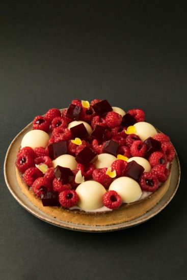 Hibiscus and raspberries tart